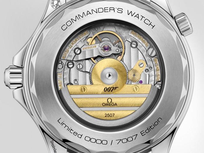 derriere-commander-s-watch