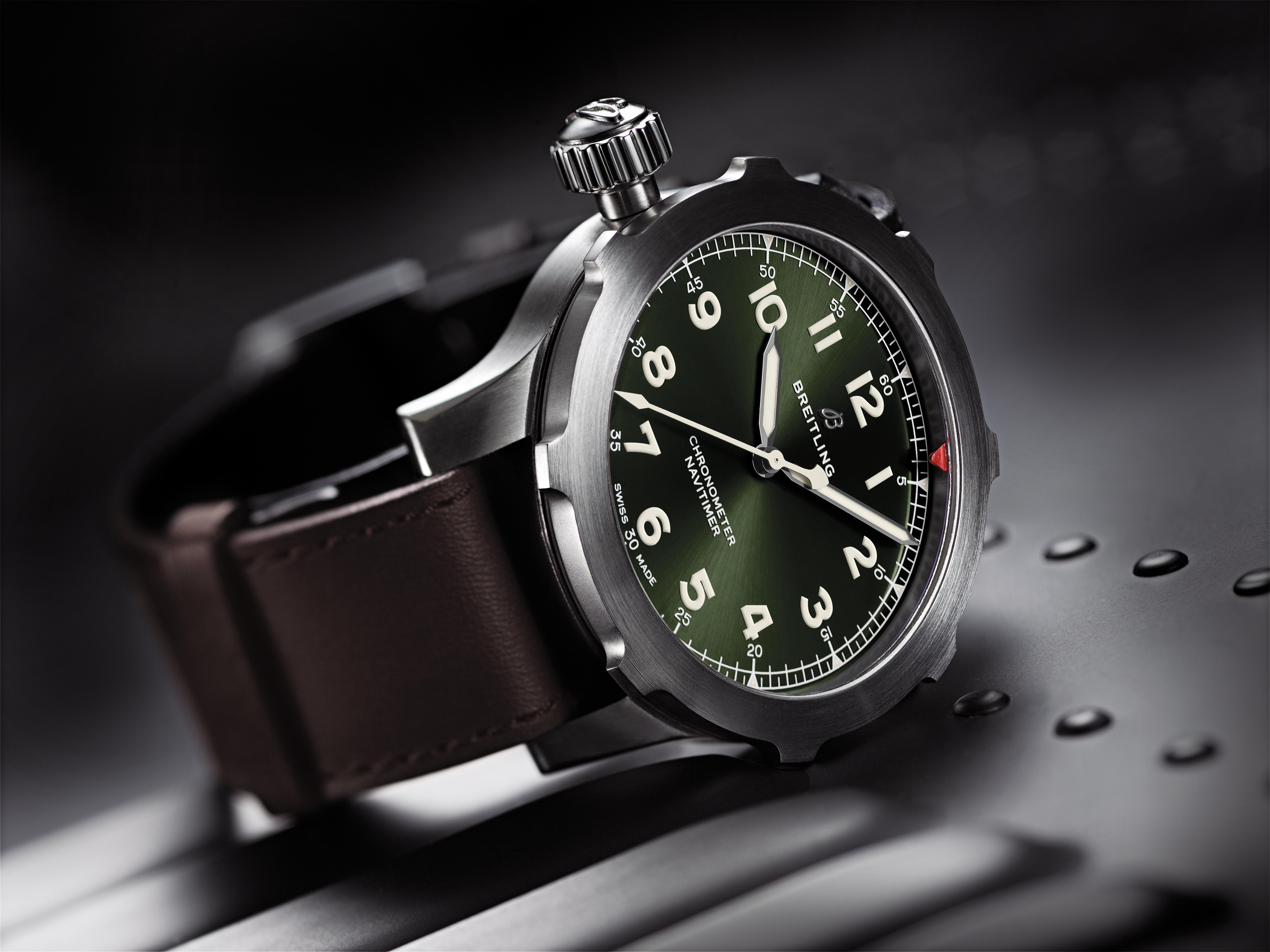 Avant-première Navitimer Super 8 titanium green dial