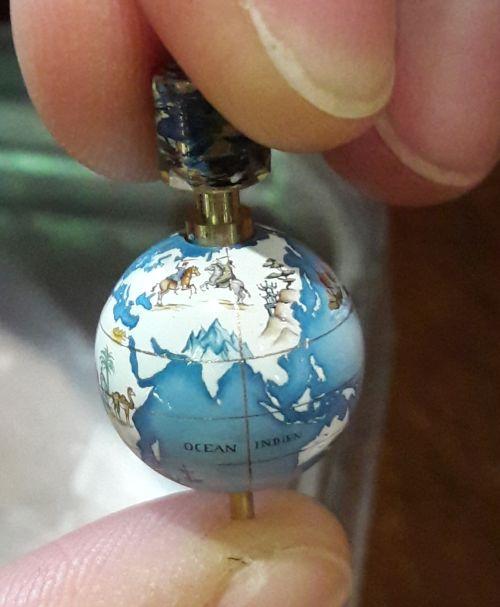 Un globe de Coronelli peint par Isabelle Villa
