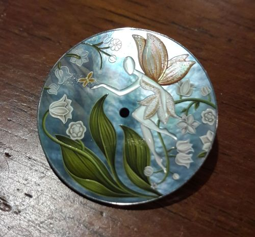 Le cadran fini de la montre « La Fée Muguet » de Van Cleef & Arpels