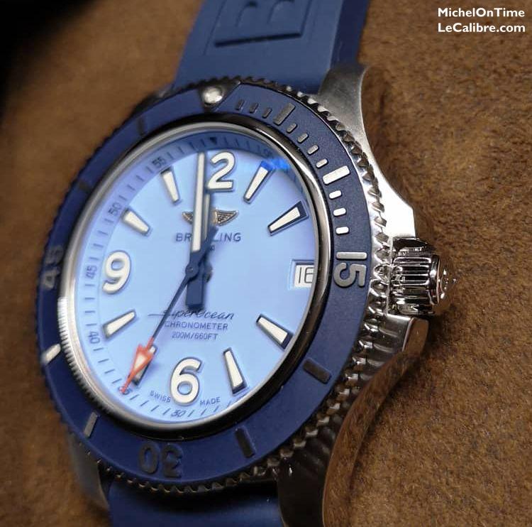 Breitling Superocean 36 bleu pastel