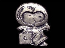 pins-silver-snoopy